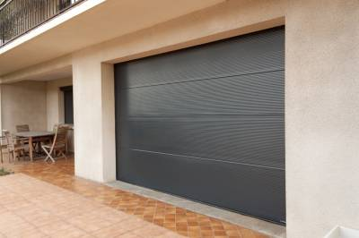 Pose de porte de garage sectionnelle sur mesure toulouse for Porte de garage toulouse